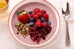 oat-and-berry-acai-bowl-104111-1